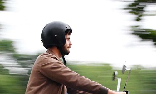 E-scooter mit sitz helmpflicht